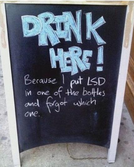 insegne di bar divertenti marketing per bar bevi qui ho messo lsd nella bottiglia