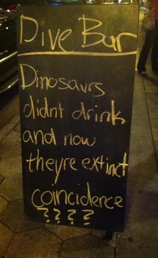 insegne di bar divertenti marketing per bar i dinosauri non bevevano ed ora sono estinti coincidenze