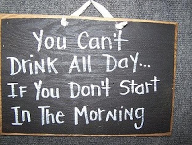 insegne di bar divertenti marketing per bar non puoi bere tutto il giorno se non cominci dalla mattina