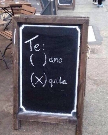 insegne di bar divertenti marketing per bar ti amo tequila